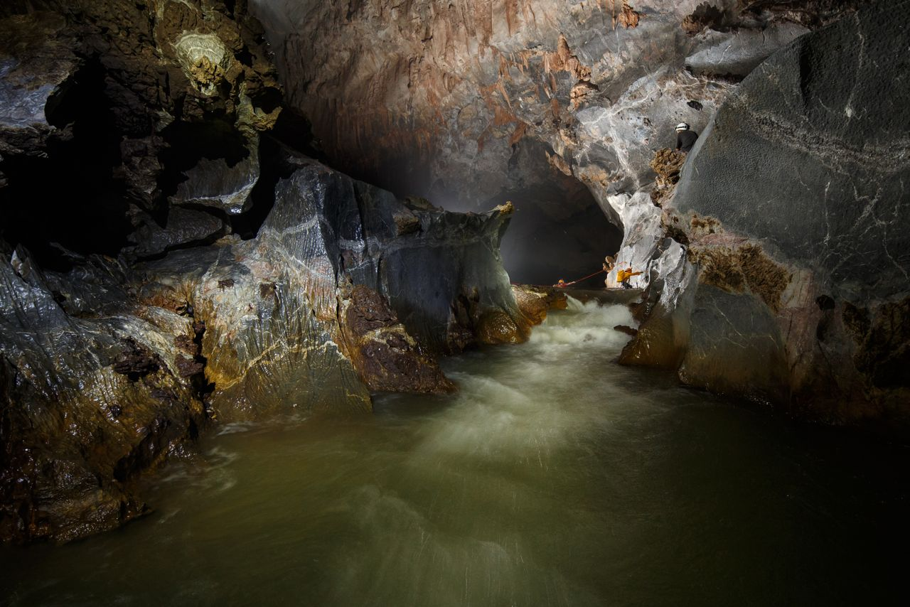 Hang Son Doong Cave means