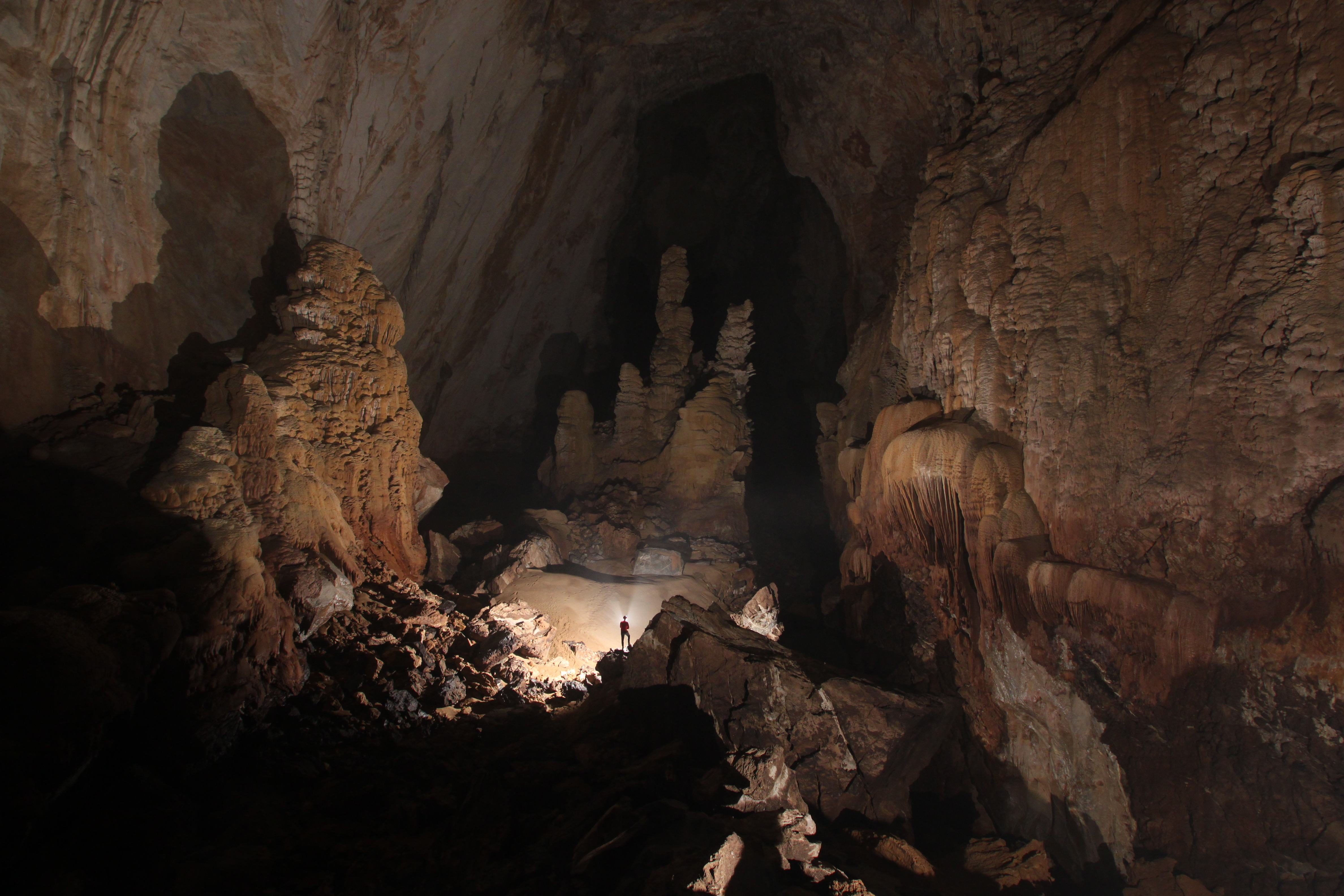 Spelunking Hope and vision passage. Photo by Howard Limbert