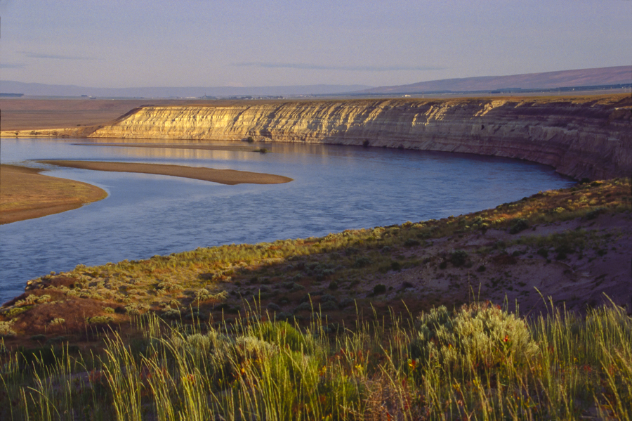 The Hanford Reach National Monument, Columbia River, The White Bluffs, Wahluke Slope, shrub-steppe grassland, Eastern Washington State Pacific Northwest, Once Hanford Nuclear Reservation, located near Tri Cities area. Photo: Joel Rogers