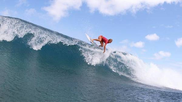 Shark attack survivor Bethany Hamilton on her way to a first place finish at the Surf-n-Sea Pipe Pro; photo Betty Depolito