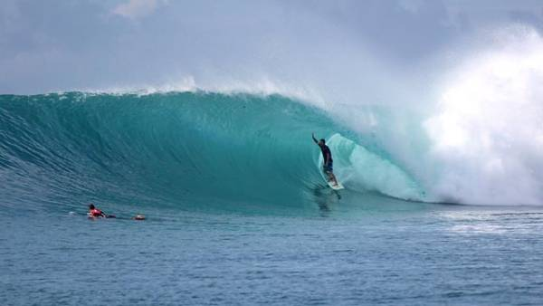 One of the best rights in the world, Rifles is definitely somewhere you need to surf before you kick the proverbial bucket; photo courtesy mentawaiislands.com