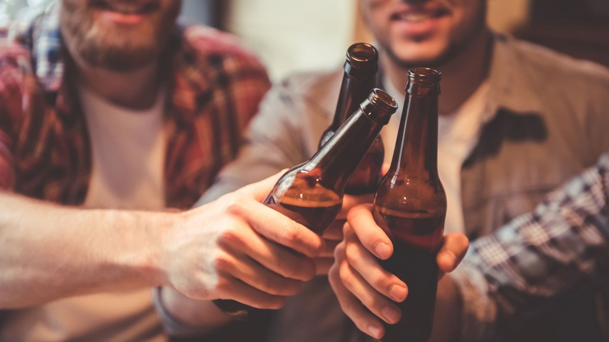 13 Ways to Open a Beer Bottle Without a Bottle Opener | Men's Journal