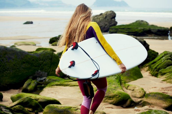 Ok, our arms may be shorter, but we can still carry our own boards. Photo: Shutterstock.com.