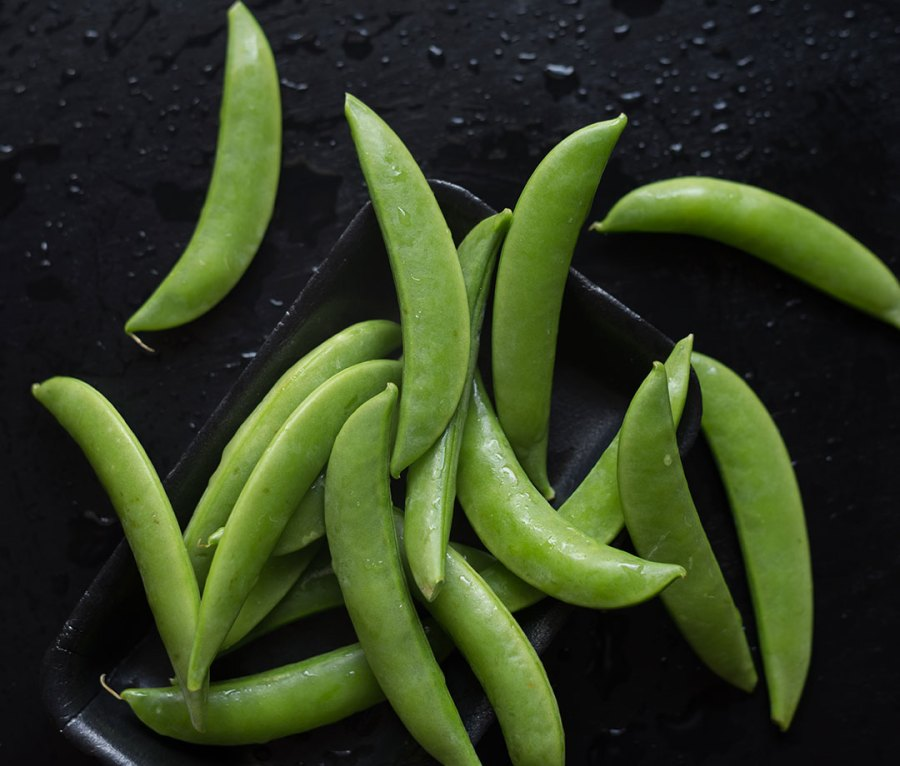 Snap Peas on Tray, Wet Table