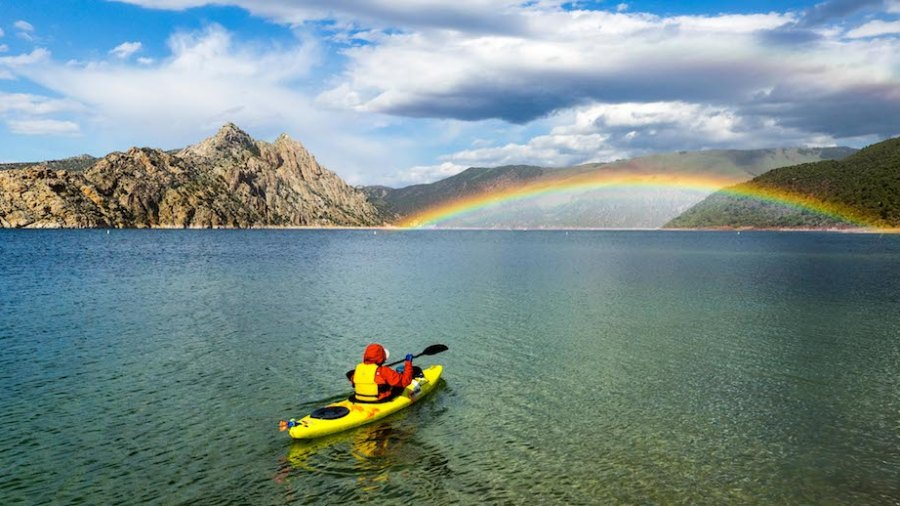 Flaming Gorge 2_hideout canyon rainbow_bezemek