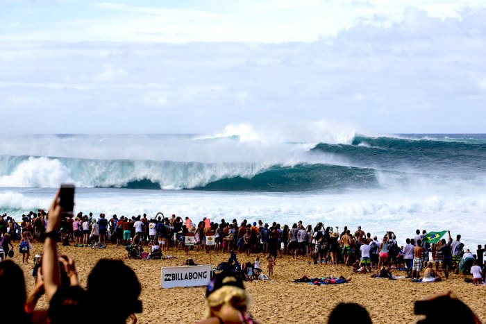 Monster waves roll into the competition zone. Photo WSL/ Laurent Masurel