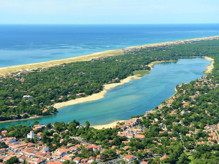 An aerial view of Hossegor and its beaches. Photo by Camping Sylvamar.