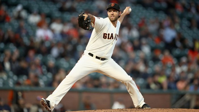 Madison Bumgarner #40 of the San Francisco Giants pitches against the Arizona Diamondbacks at AT&T Park on August 28, 2018 in San Francisco, California. (Photo by Ezra Shaw/Getty Images)