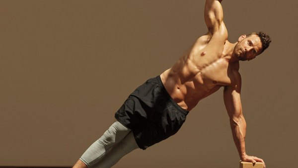 Man doing hand-elevated side plank