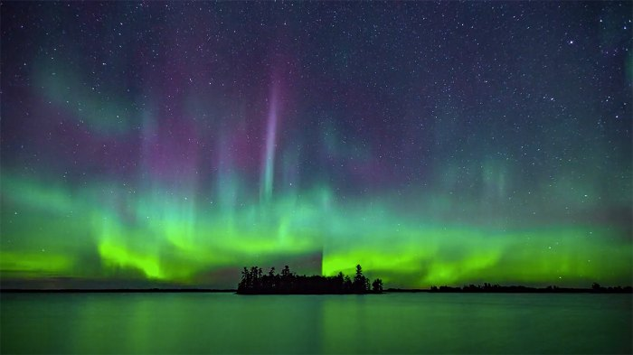 Voyageurs National Park doing its thing with the Northern Lights.