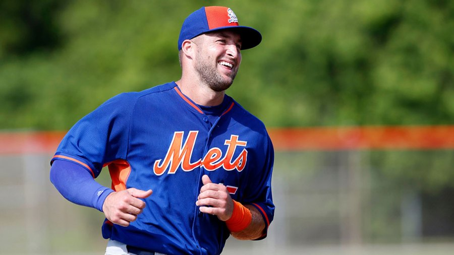 New York Mets, Port St. Lucie, USA - 20 Sep 2016 Tim Tebow Tim Tebow is shown, in Port St. Lucie, Fla. The 2007 Heisman Trophy winner and former NFL quarterback practiced at the New York Mets' complex during his second workout as part of their instructional league team 20 Sep 2016