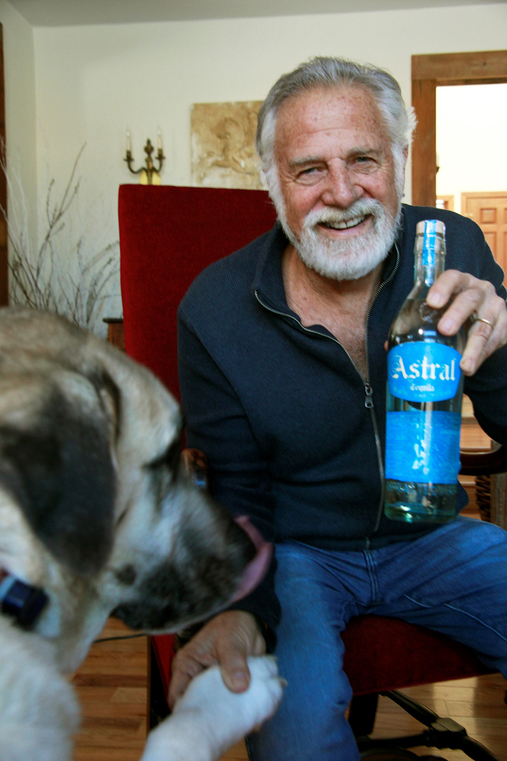 Jonathan Goldsmith and his dog Willy.