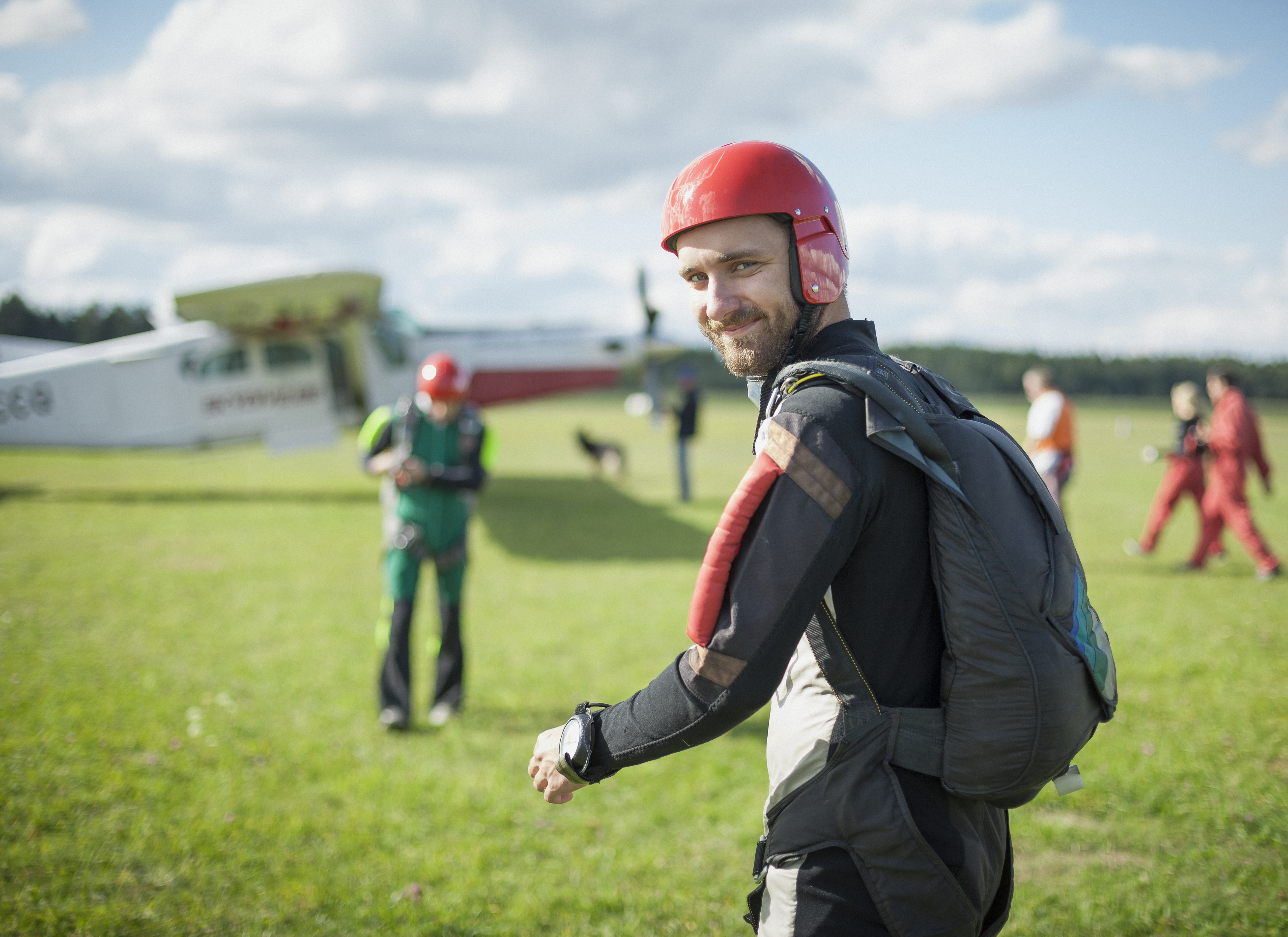 10 km without a parachute: what to do if you fell out of an airplane
