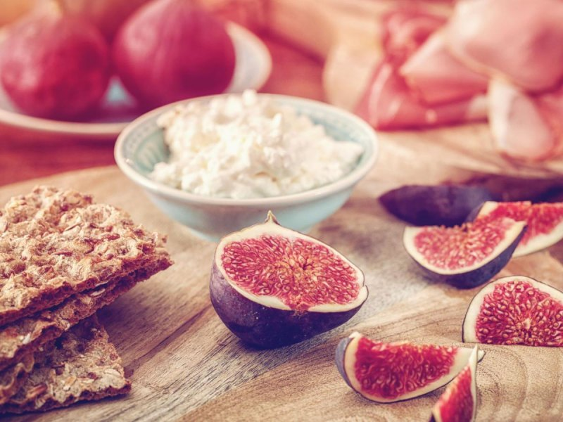 Cottage cheese with figs