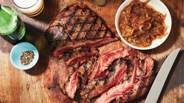 Flank steak with beer-caramelized onions