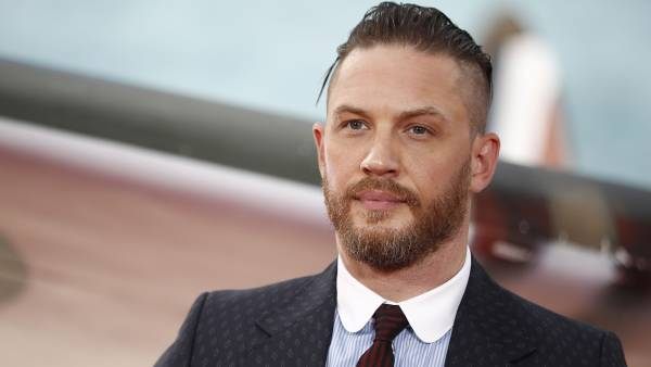 "British actor Tom Hardy poses for a photograph upon arrival for the world premiere of ""Dunkirk"" in London on July 13, 2017. / AFP PHOTO / Tolga AKMEN"