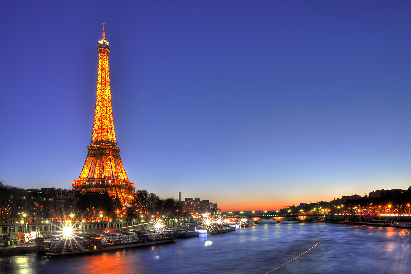 Cafés, Cabaret, and Monet: The 4-day Weekend in Paris