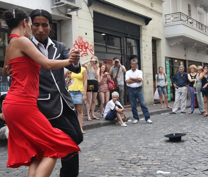 A pair of tango dancers in San Telmo in Buenos Aires