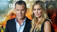 "Actor Josh Brolin and his wife, model Kathryn Boyd, attend the ""Only the Brave"" New York screening at iPic Theater on October 17, 2017, in New York. / AFP PHOTO / KENA BETANCUR (Photo credit should read KENA BETANCUR/AFP/Getty Images)"