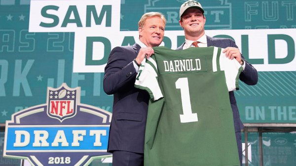 Sam Darnold of USC poses with NFL Commissioner Roger Goodell after being picked #3 overall by the New York Jets during the first round of the 2018 NFL Draft at AT&T Stadium on April 26, 2018 in Arlington, Texas.