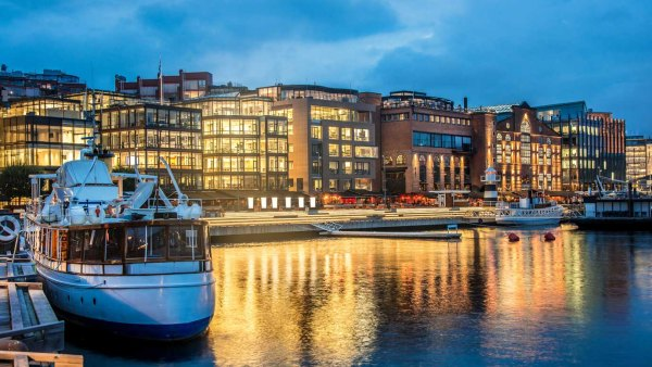 Oslo travel guide: Oslo Harbor at night