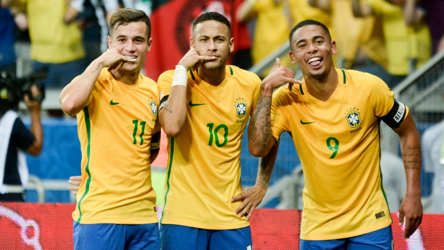BELO HORIZONTE, BRAZIL - NOVEMBER 10: Neymar Jr of Brazil celebrates with teammates after scoring the secong goal of his team during a match between Argentina and Brazil as part of FIFA 2018 World Cup Qualifiers at Mineirao Stadium on November 10, 2016 in Belo Horizonte, Brazil. (Photo by Ricardo Botelho/LatinContent/Getty Images)
