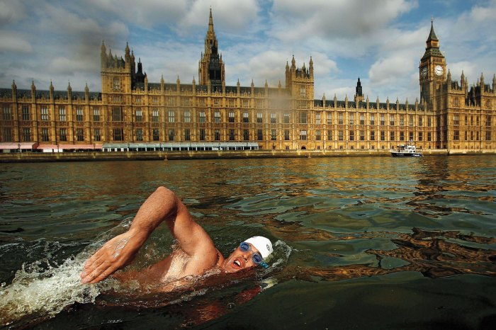 Lewis Pugh swimming the Thames in 2006