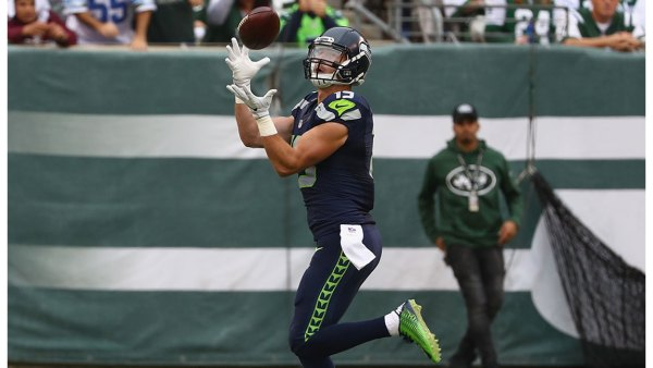 Tanner McEvoy #19 of the Seattle Seahawks makes a catch to scrore a touchdown against the New York Jets in the second quarter at MetLife Stadium on October 2, 2016 in East Rutherford, New Jersey.