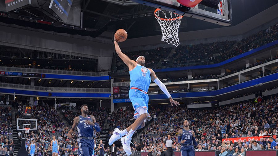 Vince Carter #15 of the Sacramento Kings dunks against the Detroit Pistons on March 19, 2018 at Golden 1 Center in Sacramento, California.