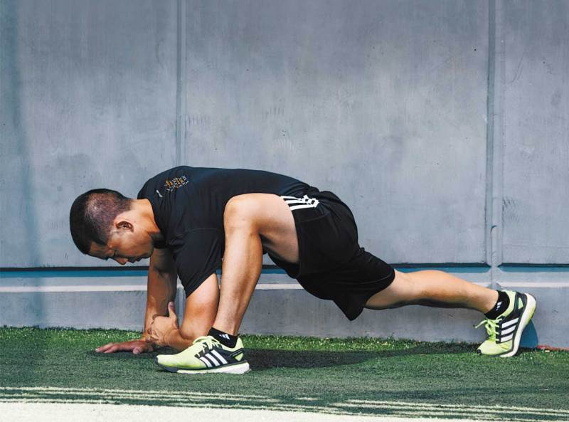 The Best 20-Minute Uncommon Bodyweight Workout for Weight Loss