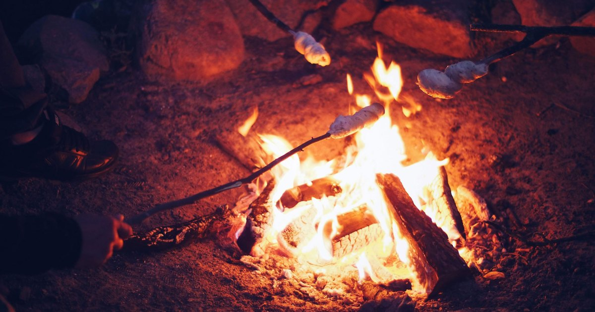 Photo of 5 Creative Campfire Dessert Recipes (That Aren't S'mores)