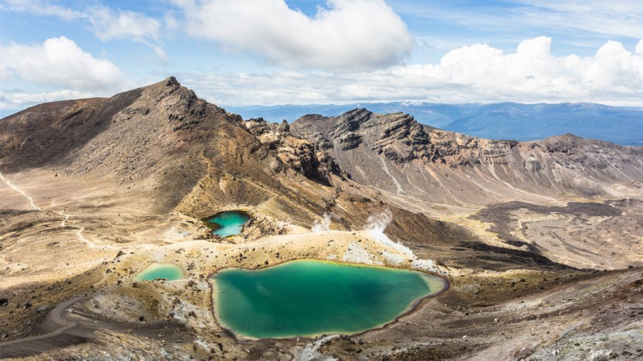 The famous emerald lake in the Tongariro Alpine crossing in New Zealand