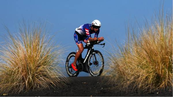 Matt Russell competes on the bike during the IRONMAN World Championship on October 14, 2017 in Kailua Kona, Hawaii. (Photo by Tom Pennington/Getty Images)