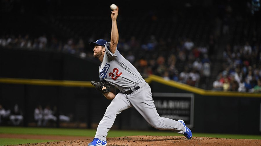 Clayton Kershaw #22 of the Los Angeles Dodgers delivers a pitch against the Arizona Diamondbacks at Chase Field on September 24, 2018 in Phoenix, Arizona. (Photo by Norm Hall/Getty Images)