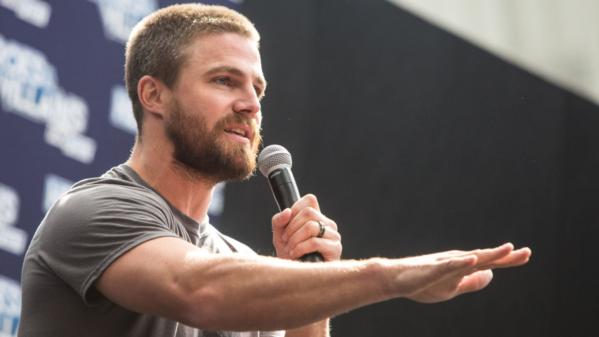 Here's How Stephen Amell Stays Ripped For 'Arrow'