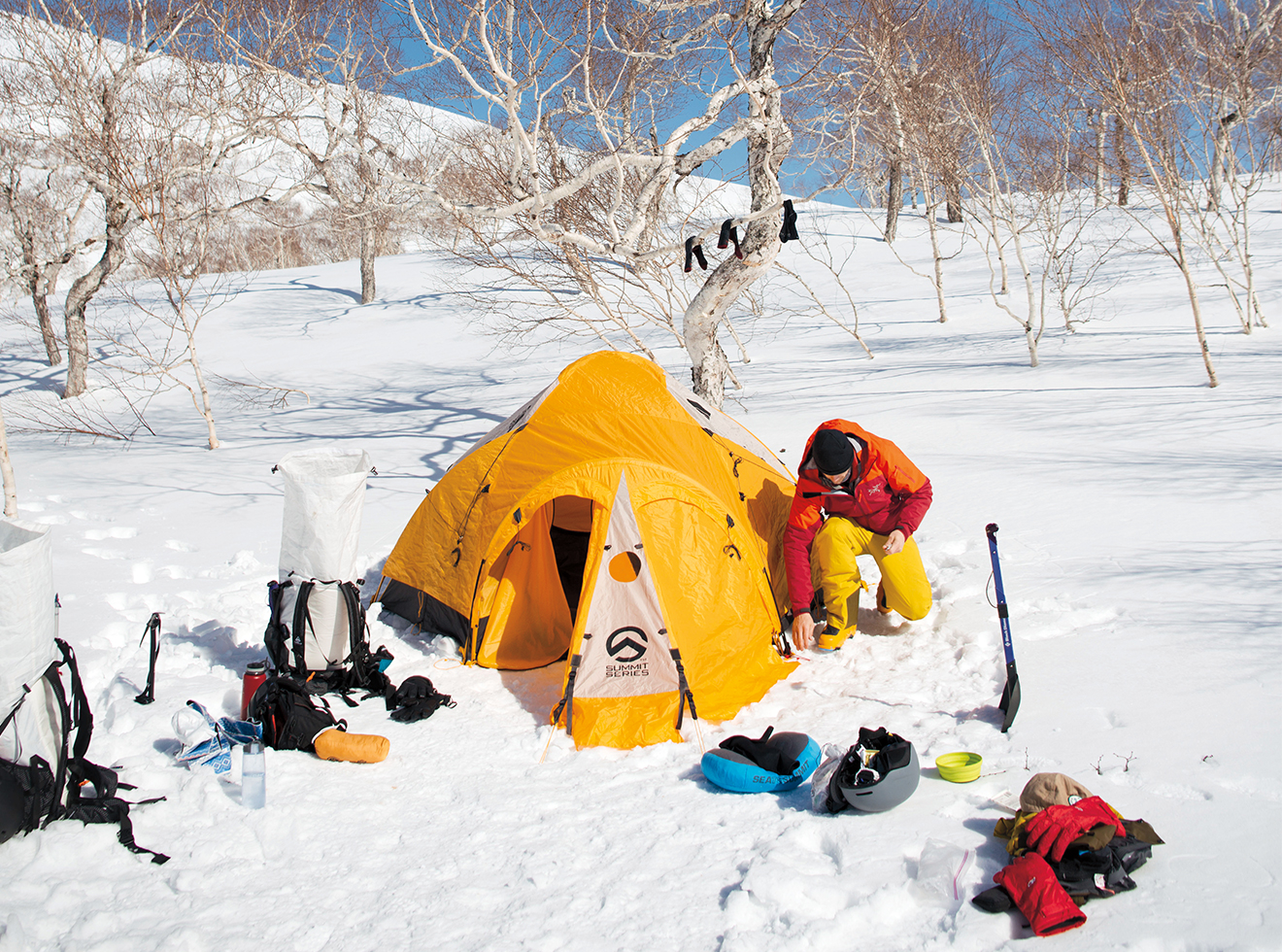 Every night, the team made camp in the snow, relaxed, and cooked their meals over portable stoves.