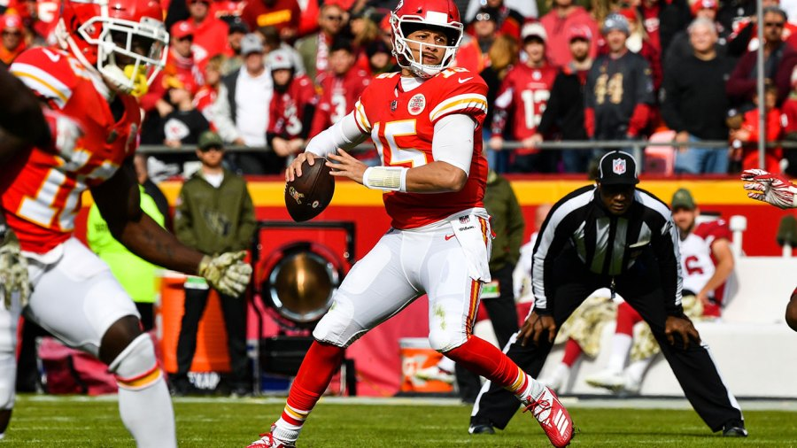 Patrick Mahomes #15 of the Kansas City Chiefs begins to throw a pass that would lead to the games first touchdown during the first quarter against the Arizona Cardinals at Arrowhead Stadium on November 11, 2018 in Kansas City, Missouri. (Photo by David Eulitt/Getty Images)