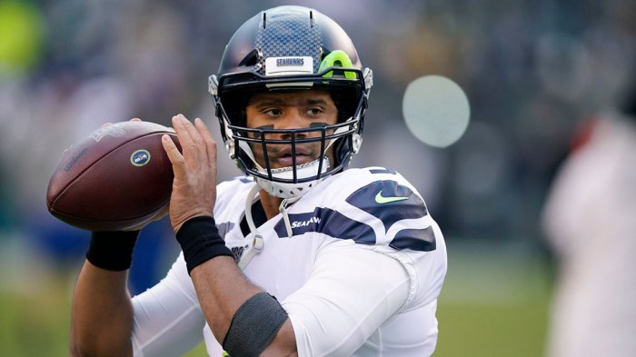 Seahawks Eagles Football, Philadelphia, USA - 05 Jan 2020 Seattle Seahawks' Russell Wilson warms up before an NFL wild-card playoff football game against the Philadelphia Eagles, in Philadelphia 5 Jan 2020