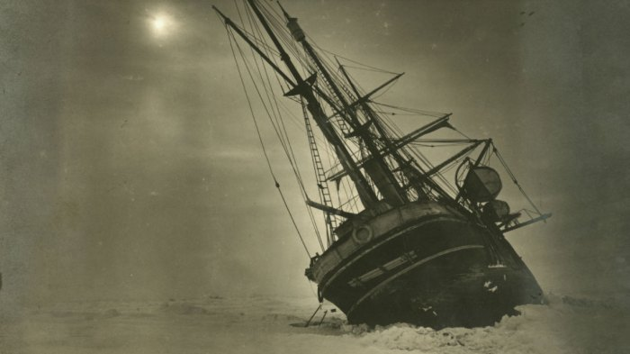 The 'Endurance' leaning to one side during the Imperial Trans-Antarctic Expedition, 1914-17, led by Ernest Shackleton. (Photo by Frank Hurley/Scott Polar Research Institute, University of Cambridge/Getty Images)