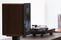 Ai40-powered bookshelf speakers fluance