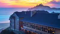 Headlands Lodge in Oregon at sunset