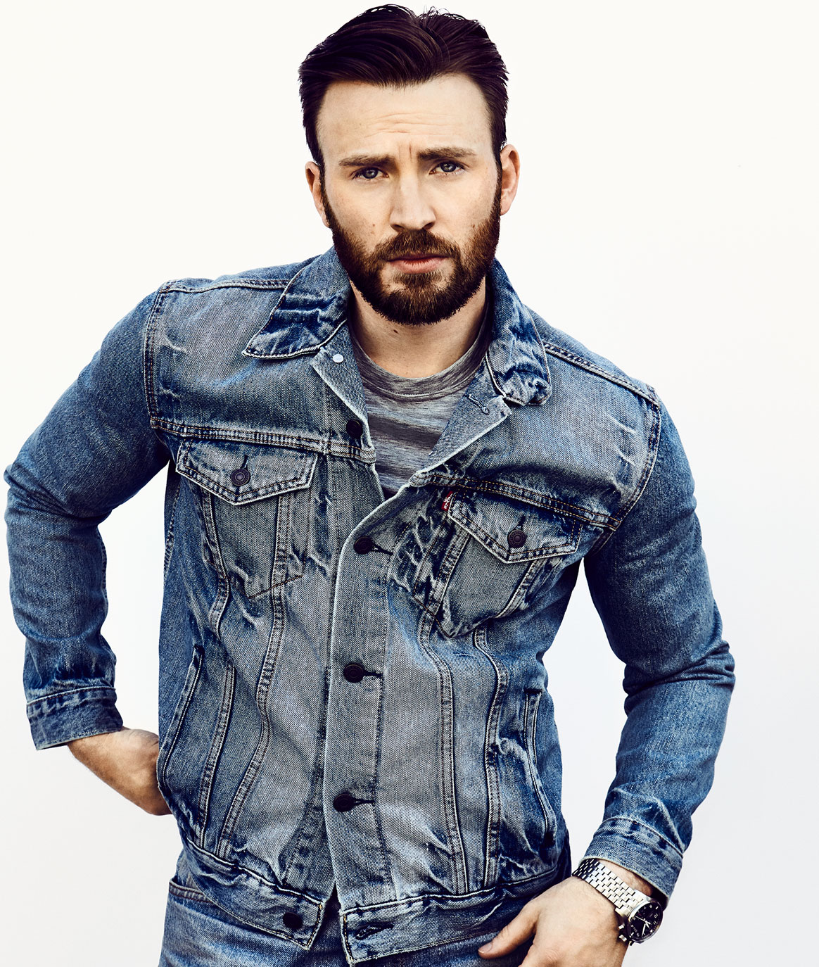 https://www.mensjournal.com/wp-content/uploads/2019/04/chris-evans-feature-1.jpg