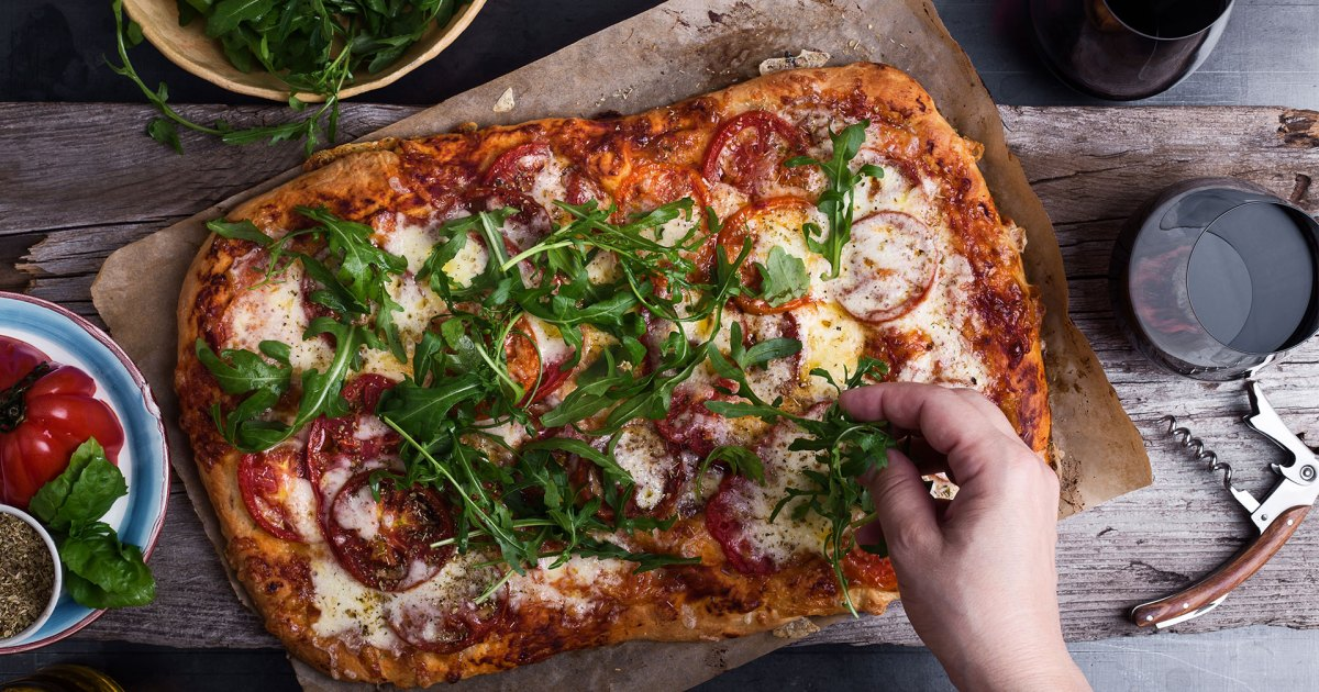 The Best Red and White Wines to Drink With Pizza