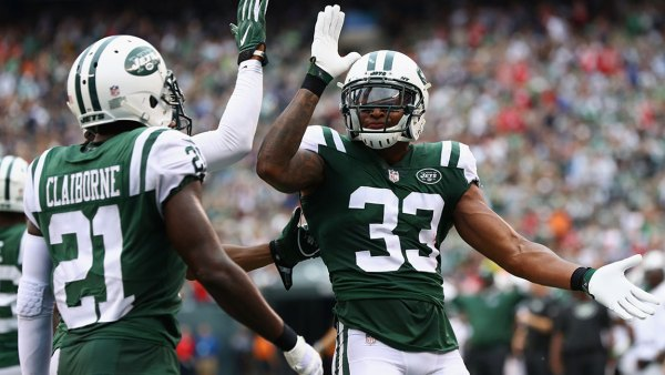 EAST RUTHERFORD, NJ - OCTOBER 15: Strong safety Jamal Adams #33 of the New York Jets celebrates with teammate cornerback Morris Claiborne #21 against the New England Patriots during the second quarter of their game at MetLife Stadium on October 15, 2017 in East Rutherford, New Jersey. (Photo by Al Bello/Getty Images)