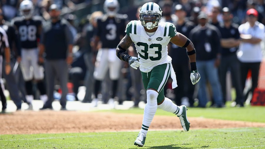 OAKLAND, CA - SEPTEMBER 17: Jamal Adams #33 of the New York Jets in action during their game against the Oakland Raiders at Oakland-Alameda County Coliseum on September 17, 2017 in Oakland, California. (Photo by Ezra Shaw/Getty Images)
