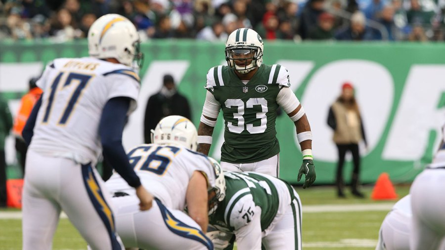EAST RUTHERFORD, NJ - DECEMBER 24: Safety Jamal Adams #33 of the New York Jets in action against the Los Angeles Chargers in an NFL game at MetLife Stadium on December 24, 2017 in East Rutherford, New Jersey. (Photo by Al Pereira/Getty Images)