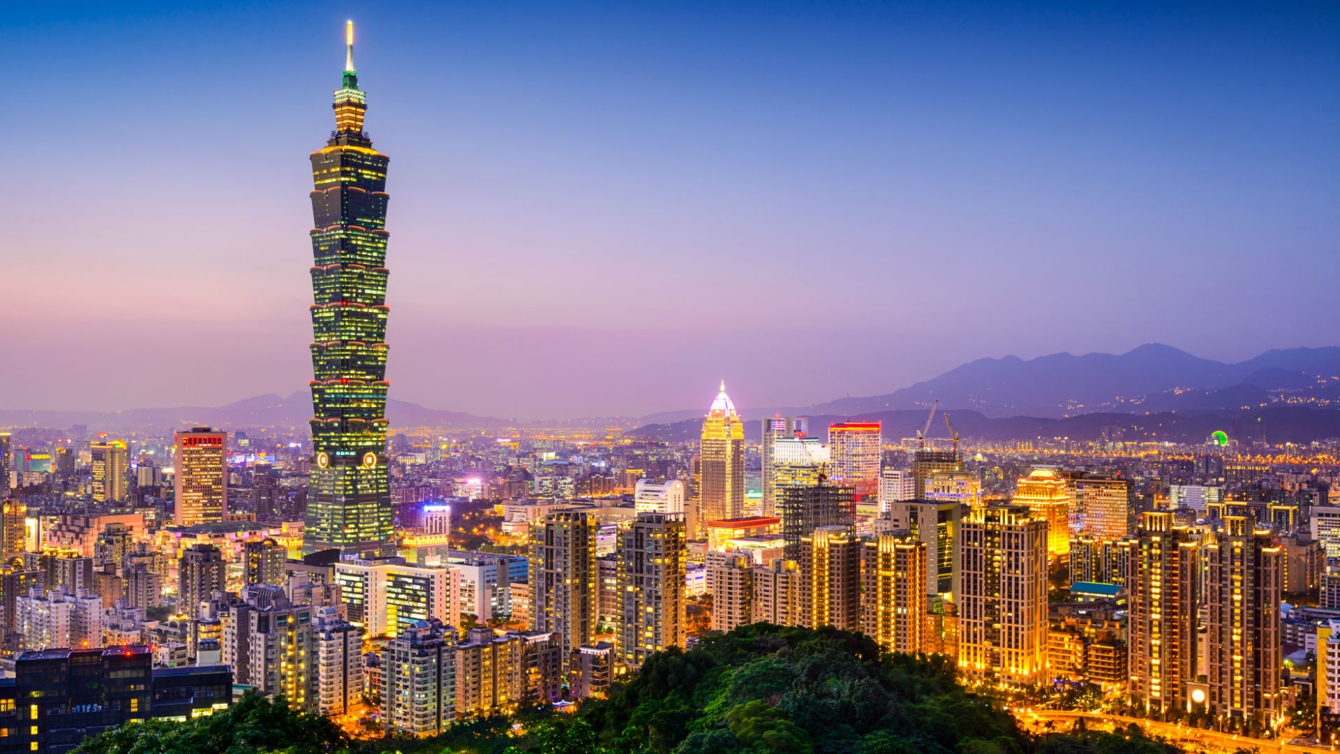 Winding Trails, Stunning Temples, and Epic Eats: The 4-Day Weekend in Taipei