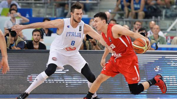 Italy Basketball - Jul 2016 Italy's Danilo Gallinari and Mexico's Francisco Cruz in Action During the 2016 Fiba Olympic Qualifying Tournament Between Italy and Mexico at Palalpitour in Turin Italy 08 July 2016 Italy Turin
