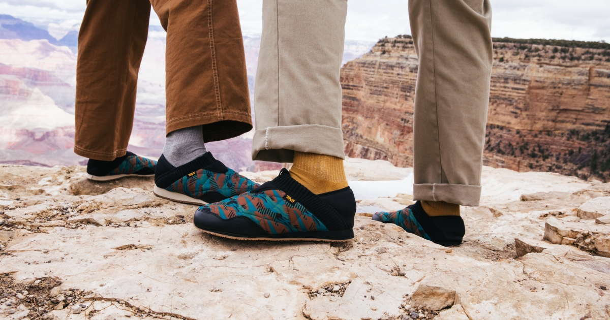 5 Worthy Outdoor Slippers for Cozy Winter Camping