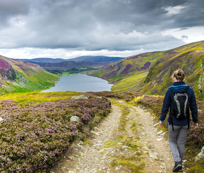 Scotland road trip: Hiking from Cairn Lick to Loch Lee at Cairngorms National Park